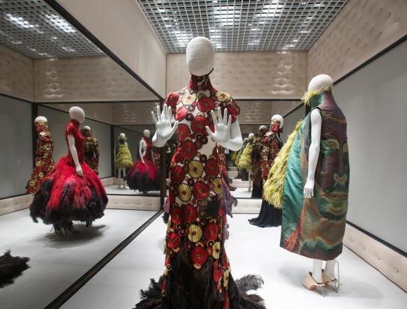 8._Installation_view_of_Voss_Alexander_McQueen_Savage_Beauty_at_the_VA_c_Victoria_and_Albert_Museum_London (2)