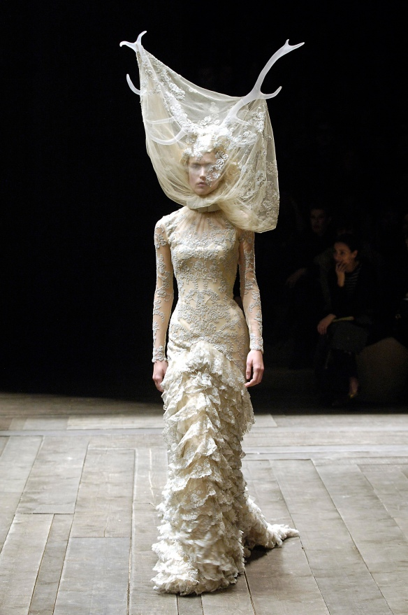 5._Tulle_and_lace_dress_with_veil_and_antlers_Widows_of_Culloden_AW_2006-07._Model_Raquel_Zimmermann_Viva_London._Image_firstVIEW (2)